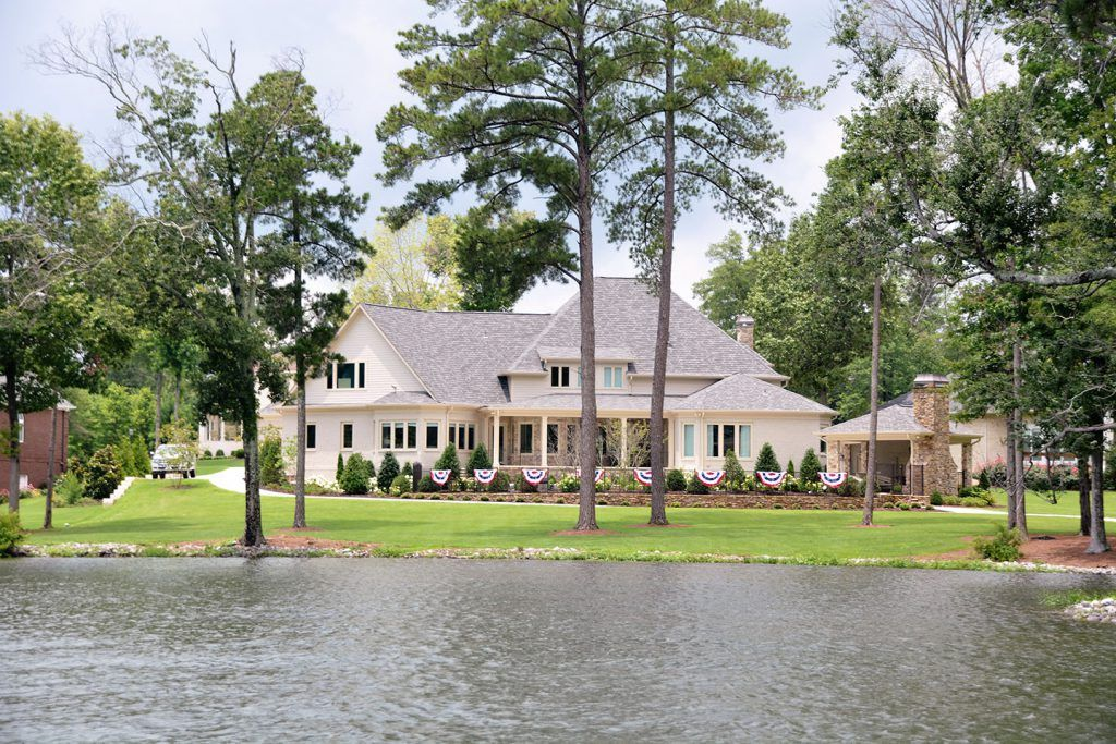 lake home builders